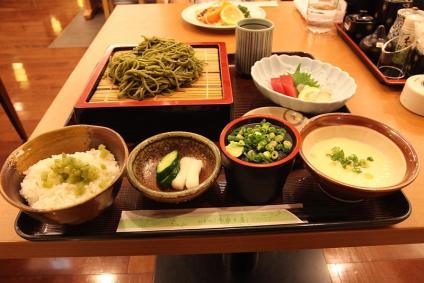 相良牧の原サービスエリア 牧の原茶そば膳(1380円)