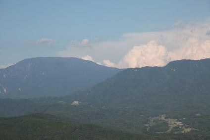 東濃牧場 沸き立つ夏雲と恵那山