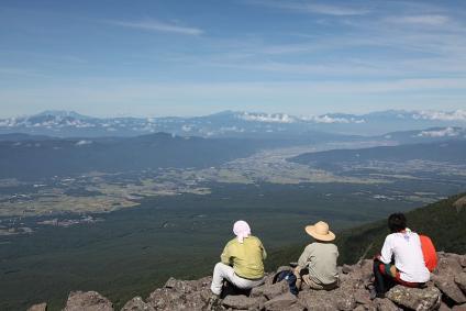 編笠山から下界を眺む