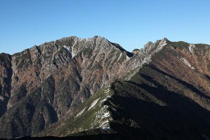 南駒ケ岳と仙涯嶺 越百山より