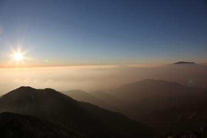 夕景の御岳 越百山より
