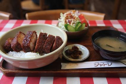 伊那市 シャトレ ソースかつ丼1000円