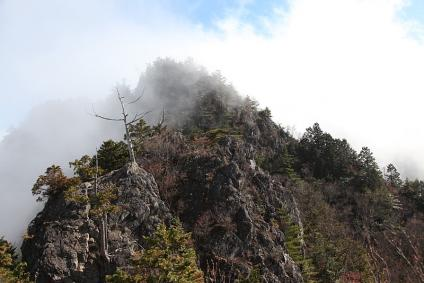 両神山 岩場の稜線