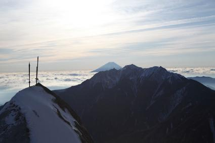 甲斐駒九合目付近より 鳳凰三山と富士山