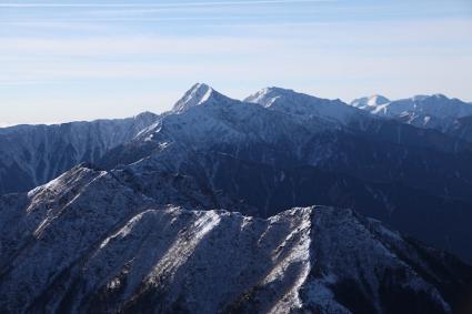 甲斐駒ヶ岳頂上より北岳