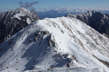 小仙丈への稜線と甲斐駒、アサヨ峰
