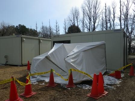 2012.1.27雪でつぶれたテント