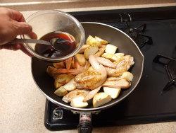 手羽先と里芋の炒め煮19