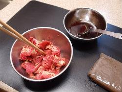 牛肉とこんにゃくのピリ辛炒め04