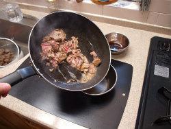 牛肉とこんにゃくのピリ辛炒め12