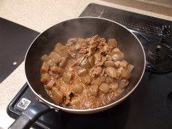 牛肉とこんにゃくのピリ辛炒め19