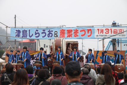 津島の太鼓ライブ風景