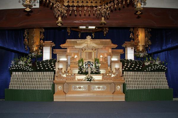 缶ビール祭壇