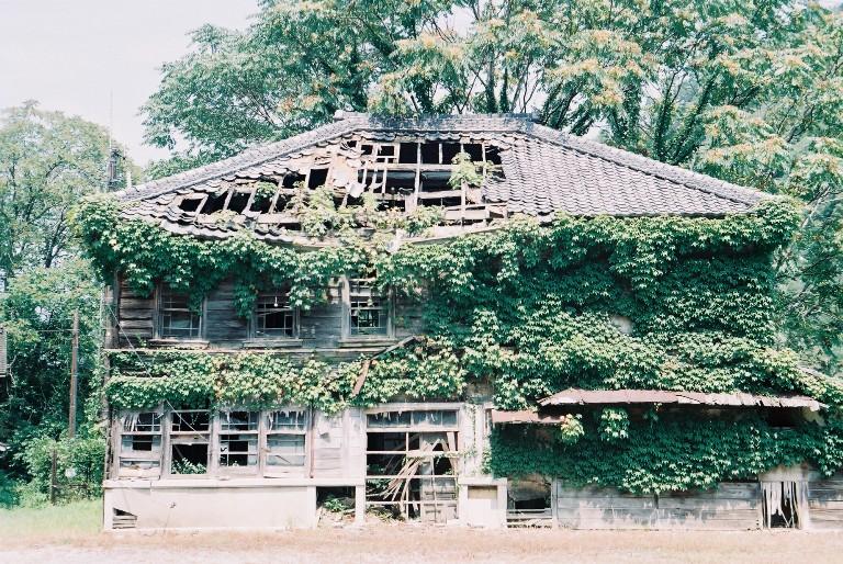 猛暑 鳳来寺の廃屋-2