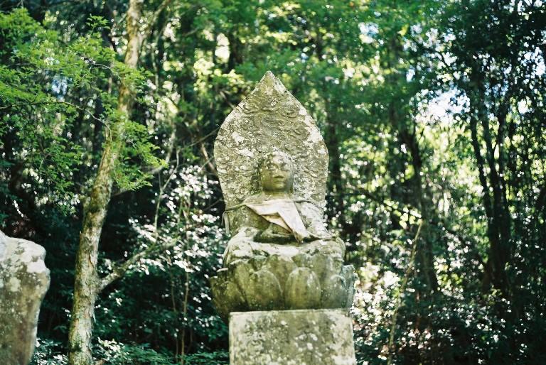 鳳来寺の石像-1 summicronで撮る