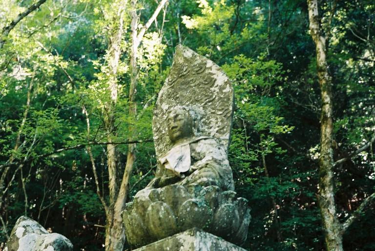鳳来寺の石像-2 summicronで撮る
