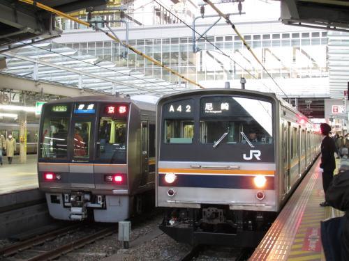 205系(尼崎行き普通)大阪