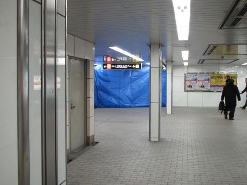 閉鎖された梅田駅の階段