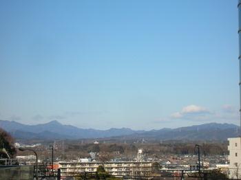 西武線から武甲山