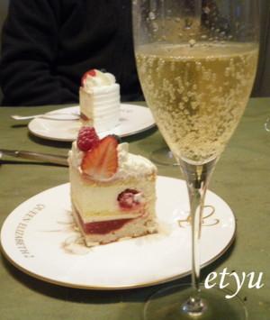 カットケーキ&シャンパン