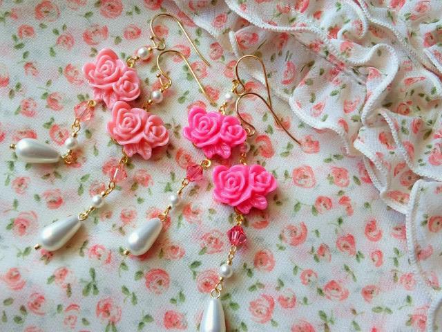 2輪薔薇カボションと雫パールのフックピアス1