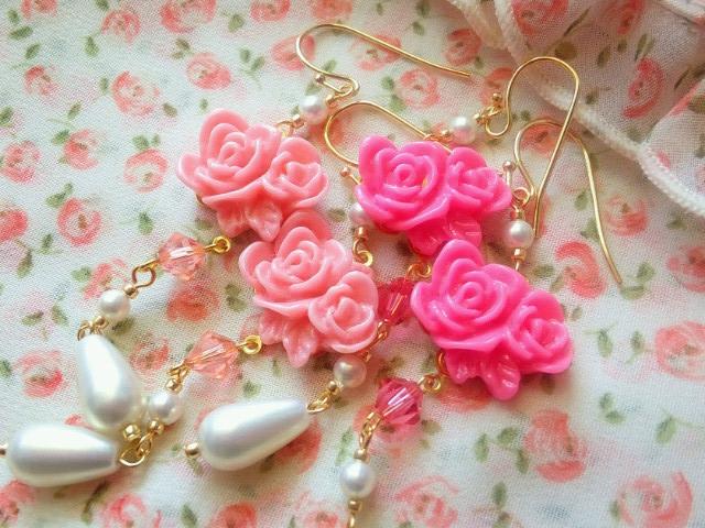 2輪薔薇カボションと雫パールのフックピアス2