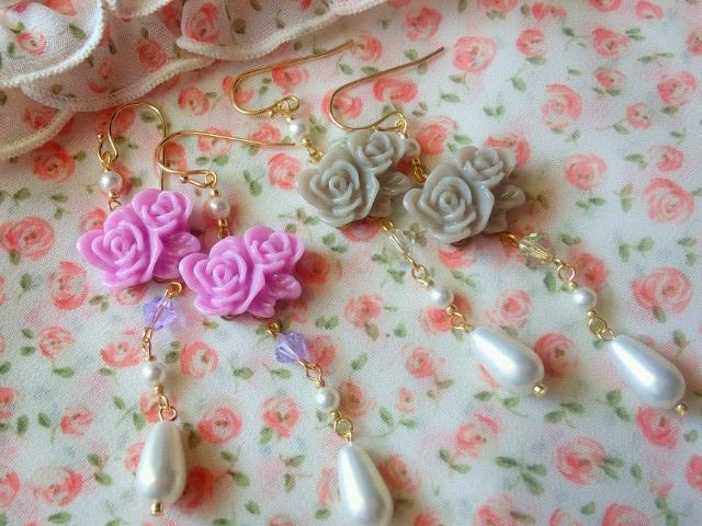 2輪薔薇カボションと雫パールのフックピアス3