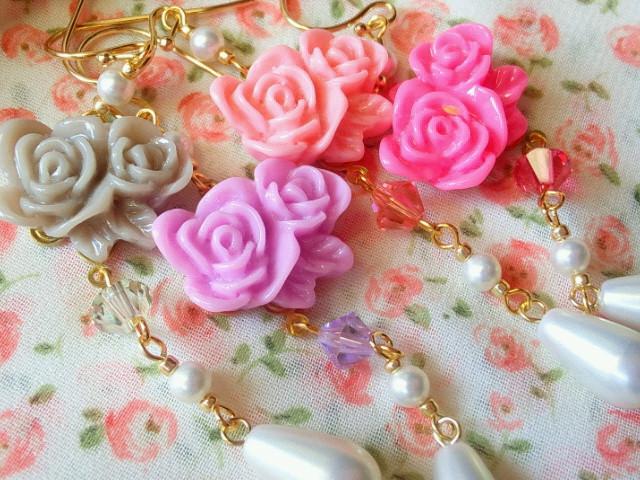 2輪薔薇カボションと雫パールのフックピアス6