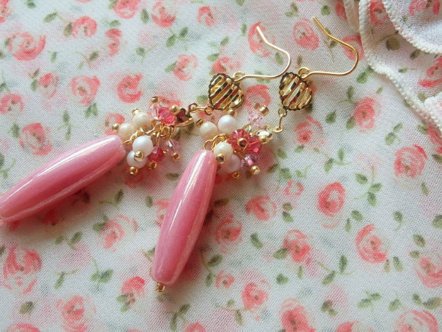 ピンクしゃらんらフックピアス3