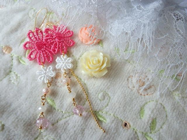 ピンクお花レースとカットガラスの変形フックピアス