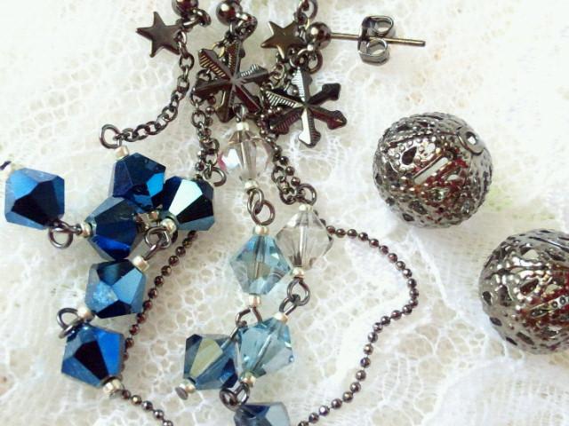 星と雪の結晶とクリスタライズの黒ピアス3