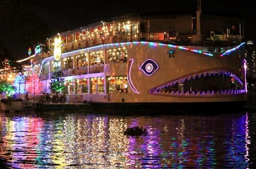夜のサイゴン川