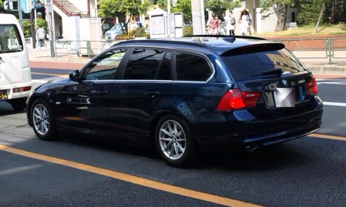 BMW  320i_20110815