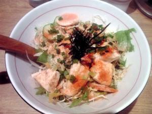 麺と心 7 燻製 鶏のバンバンサラダ