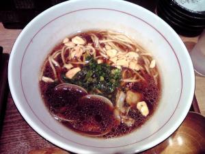 麺と心 7 かけそば 濃口(にんにく有り)
