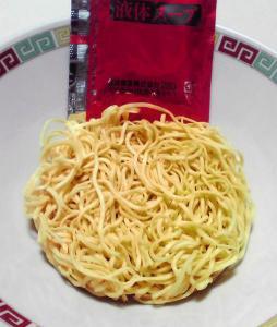 ラ王 袋麺 醤油(麺と内容物)
