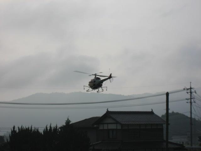 朝からヘリコプター