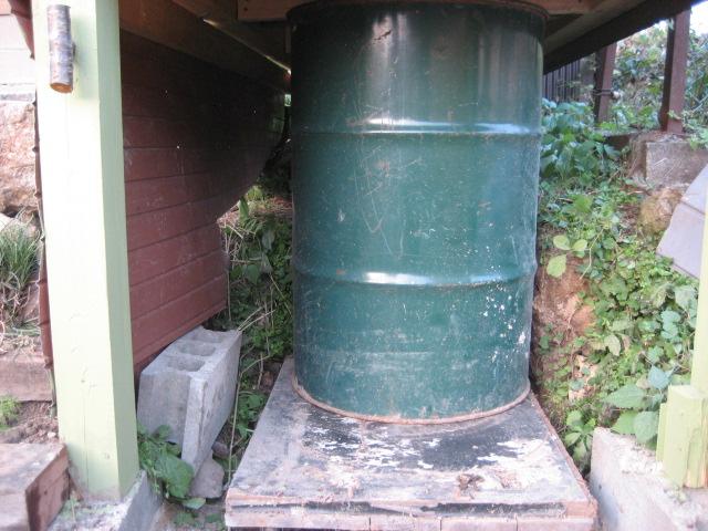 便器下のドラム缶