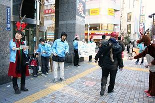 歌舞伎町配布イベント_20121224_写真