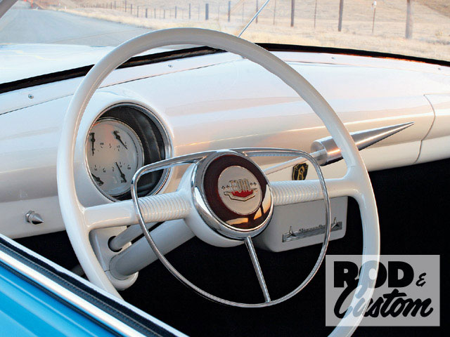 0902rc_03_z+1950_ford_sedan+steering_wheel.jpg