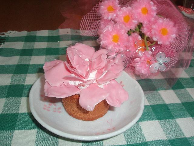 モノ姉Ⅱ(次女)手作り、母の日ケーキです!