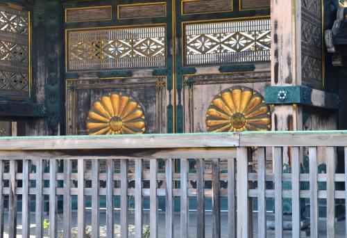東本願寺菊の門