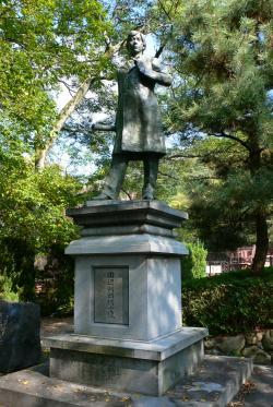 田辺朔郎像