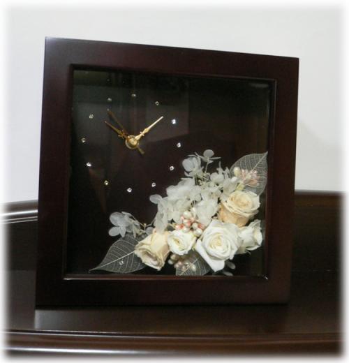 時計茶色イメージ