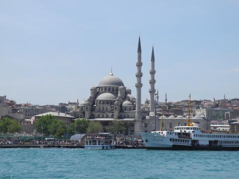 海峡から見たブルーモスク