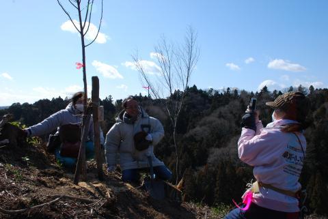 植樹後の記念撮影2
