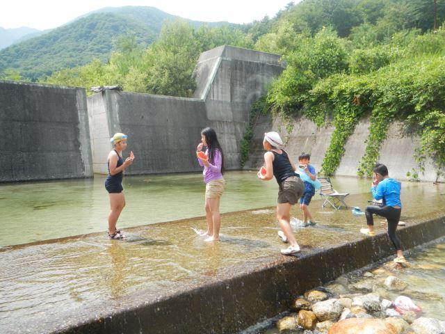 砂防ダム水遊び
