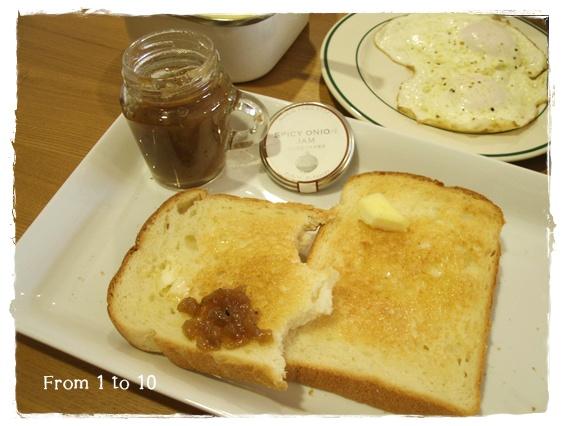 金の食パン+スパイシーオニオンジャム