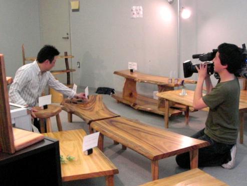 木の温もり~木展(TV取材)