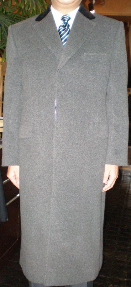 グレーのチェスターフィールドコート